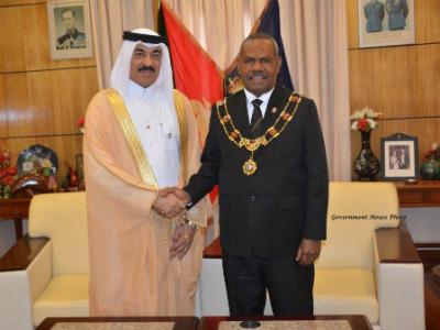 الحاكم العام لدولة بابوا غينيا الجديدة المستقلة يتسلم أوراق اعتماد سفير دولة قطر