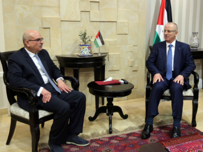 Palestinian Premier Meets Chairman of Qatari National Committee for Reconstruction of Gaza