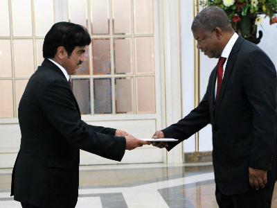 رئيس جمهورية أنغولا يتسلم أوراق اعتماد سفير قطر