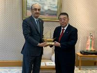 Japanese Parliament Speaker Meets with Qatar's Ambassador