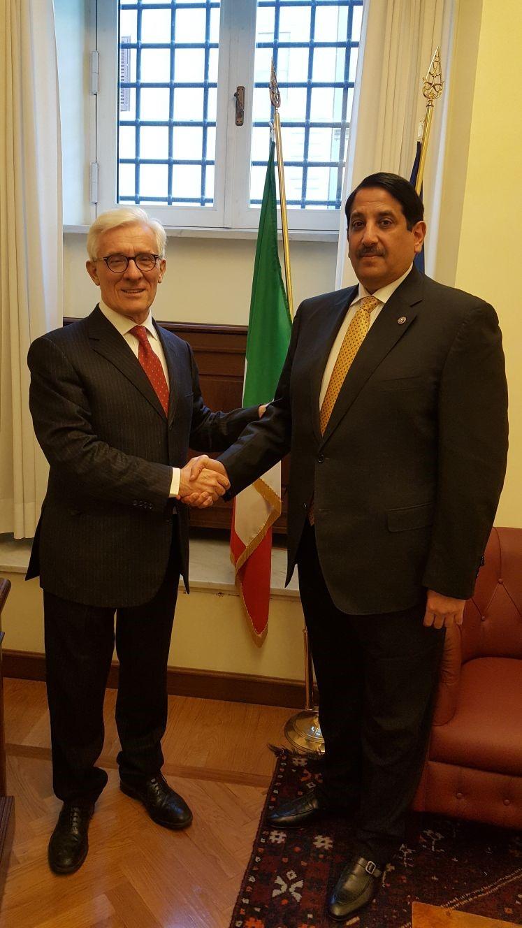 رئيس لجنة الشئون الخارجية المكلف بمجلس الشيوخ الإيطالي يجتمع مع سفير قطر