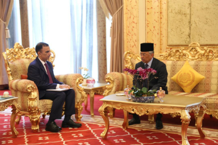 HH the Amir Sends Written Message to King of Malaysia