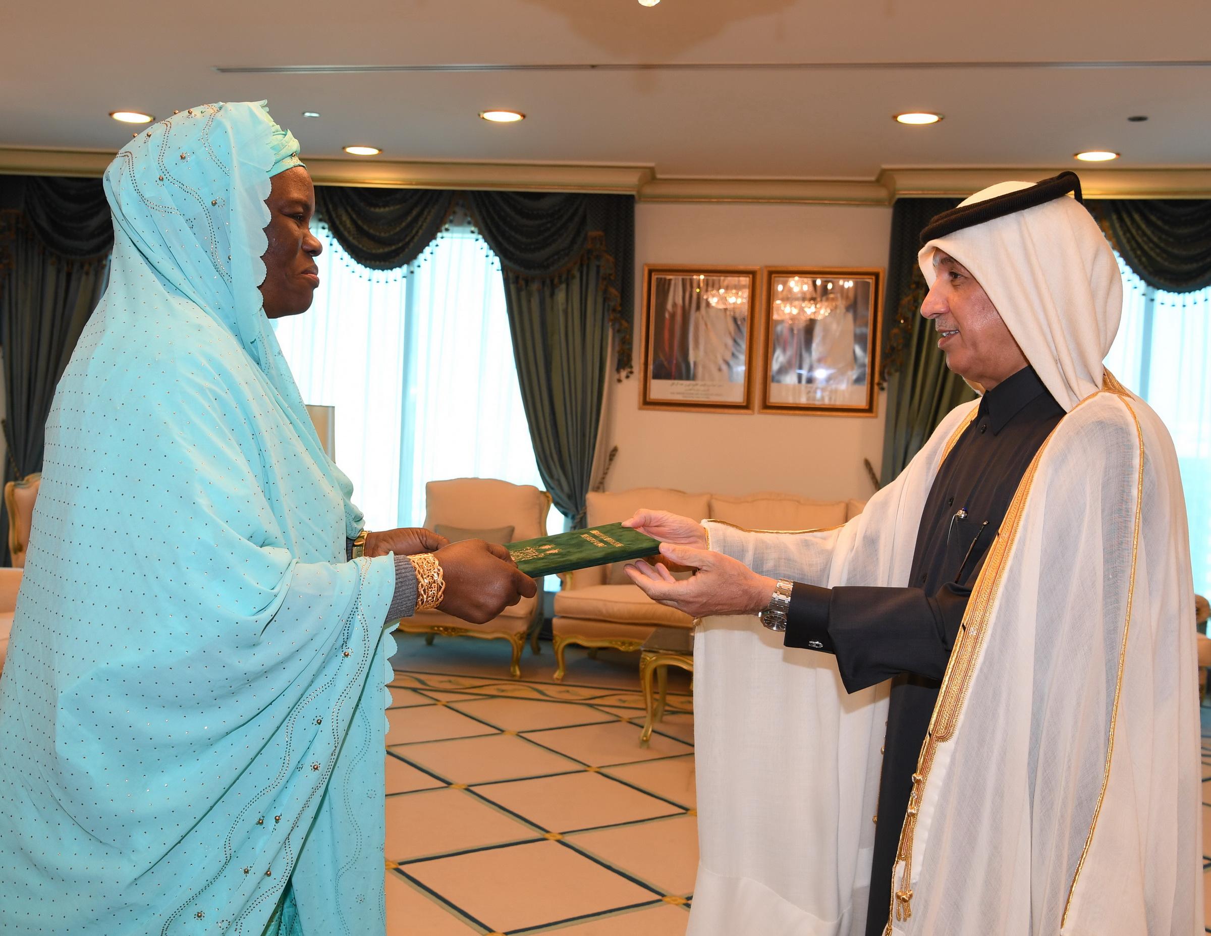 وزير الدولة للشؤون الخارجية يتسلم نسخة من أوراق اعتماد سفيرة جمهورية سيراليون