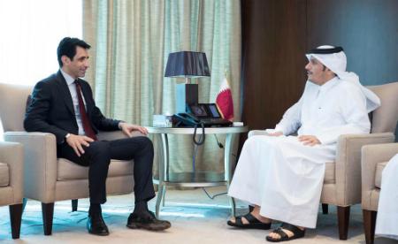 نائب رئيس مجلس الوزراء وزير الخارجية يجتمع مع السفير الباكستاني