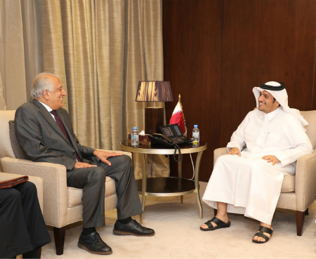 نائب رئيس مجلس الوزراء وزير الخارجية يجتمع مع المبعوث الأمريكي إلى أفغانستان