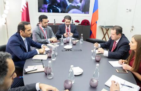 نائب رئيس مجلس الوزراء وزير الخارجية يجتمع مع النائب الأول لرئيس الوزراء ووزير الخارجية الصربي