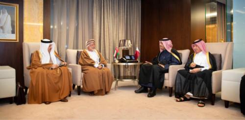 نائب رئيس مجلس الوزراء وزير الخارجية يجتمع مع الوزير المسؤول عن الشؤون الخارجية العماني بحضور أمين عام مجلس التعاون