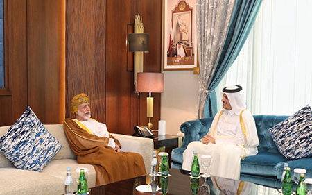 نائب رئيس مجلس الوزراء وزير الخارجية يجتمع مع الوزير المسؤول عن الشؤون الخارجية بسلطنة عمان