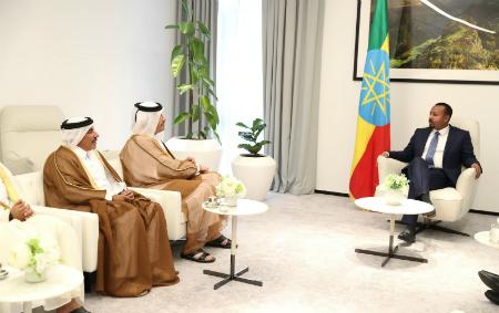 نائب رئيس مجلس الوزراء وزير الخارجية يجتمع مع رئيس الوزراء الإثيوبي