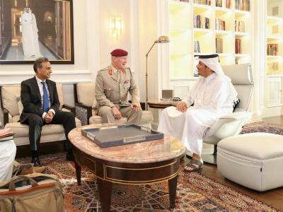 نائب رئيس مجلس الوزراء وزير الخارجية يجتمع مع كبير مستشاري وزير الدفاع البريطاني