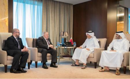 نائب رئيس مجلس الوزراء وزير الخارجية يجتمع مع مبعوثي وزير الخارجية الأمريكي