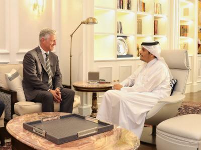 نائب رئيس مجلس الوزراء وزير الخارجية يجتمع مع مبعوث الرئيس الأمريكي لشؤون الرهائن