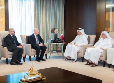 نائب رئيس مجلس الوزراء وزير الخارجية يجتمع مع مساعد الرئيس الأمريكي والممثل الخاص للمفاوضات الدولية