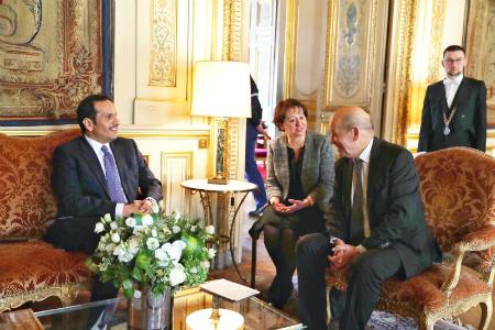 نائب رئيس مجلس الوزراء وزير الخارجية يجتمع مع وزير أوروبا والشؤون الخارجية الفرنسي