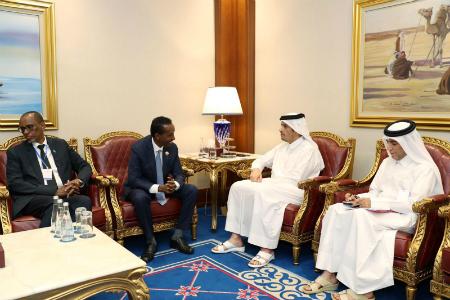 نائب رئيس مجلس الوزراء وزير الخارجية يجتمع مع وزير خارجية جمهورية الصومال