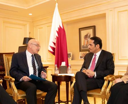 نائب رئيس مجلس الوزراء وزير الخارجية يجتمع مع وكيل الأمين العام لشؤون مكافحة الإرهاب