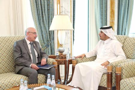 نائب رئيس مجلس الوزراء وزير الخارجية يجتمع مع وكيل الأمين العام للأمم المتحدة لشؤون مكافحة الإرهاب