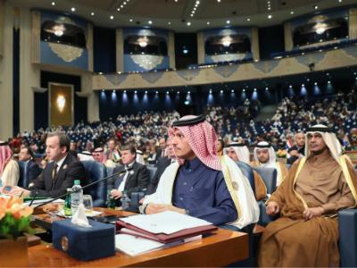 نائب رئيس مجلس الوزراء وزير الخارجية يعلن عن قروض واستثمارات قطرية بمليار دولار لإعادة إعمار العراق