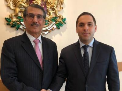 وزير الاقتصاد البلغاري يجتمع مع سفير قطر