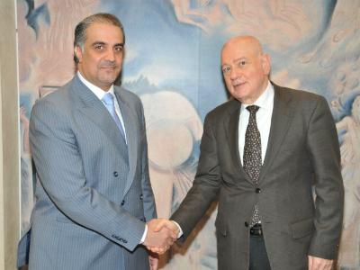 وزير الاقتصاد والتنمية اليوناني يجتمع مع سفير دولة قطر