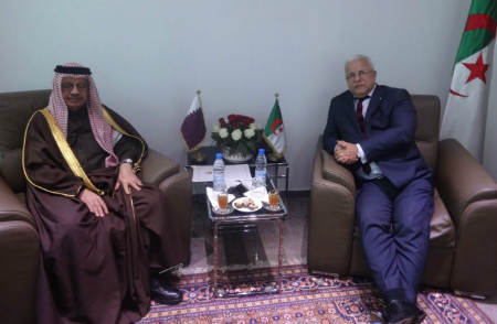 وزير التجارة الجزائري يجتمع مع سفير قطر