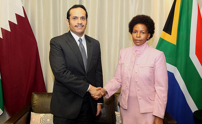 سعادة وزير الخارجية يجتمع مع وزيرة العلاقات الدولية بجنوب إفريقيا