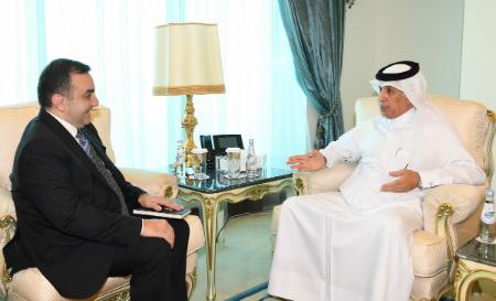 وزير الدولة للشؤون الخارجية يجتمع مع سفير أذربيجان