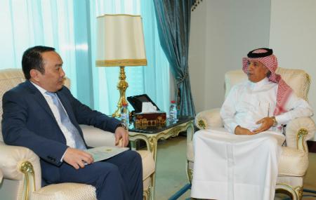 وزير الدولة للشؤون الخارجية يجتمع مع سفير كازاخستان