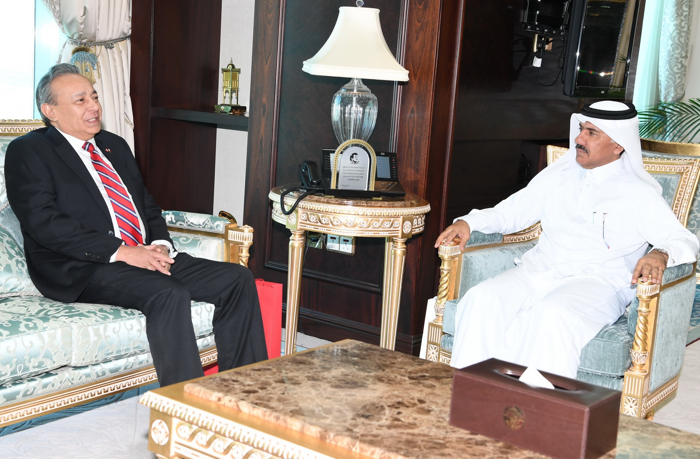 نائب رئيس مجلس الوزراء وزير الخارجية يتلقى رسالة من وزير خارجية بيرو