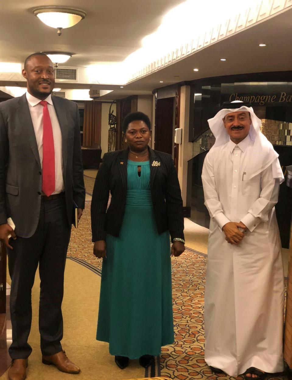 وزيرة الطاقة الأوغندية تجتمع مع سفير قطر