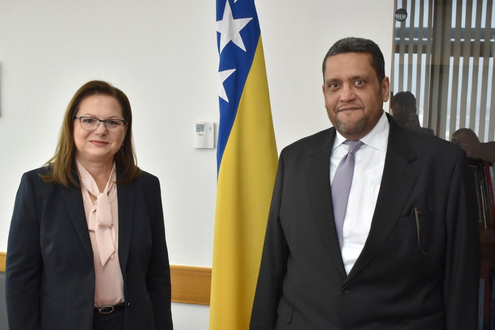 وزيرة الشؤون المدنية بجمهورية البوسنة والهرسك تجتمع مع سفير دولة قطر