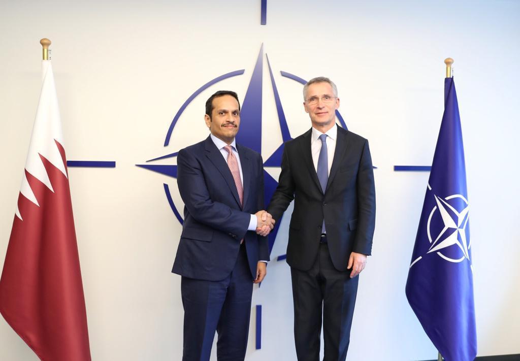 نائب رئيس مجلس الوزراء وزير الخارجية يجتمع مع الأمين العام لحلف شمال الأطلسي