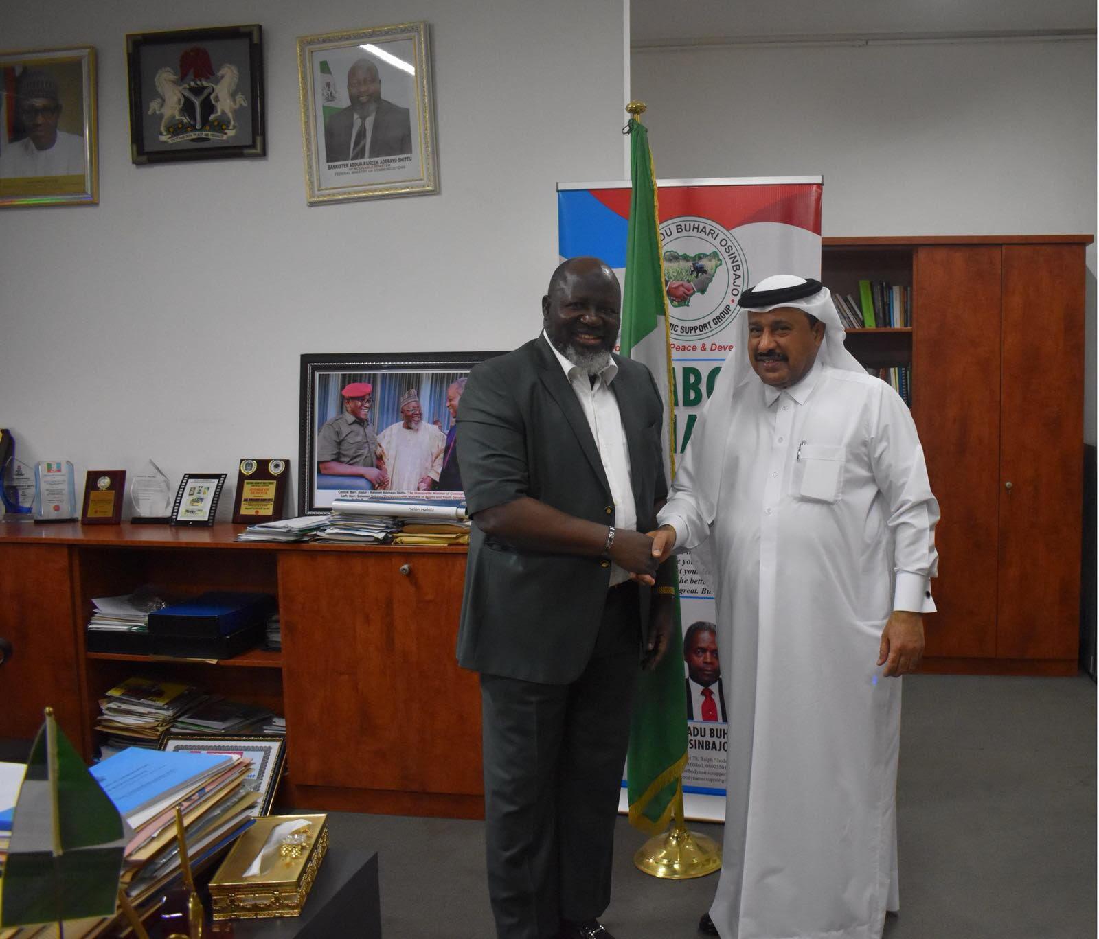 وزير الاتصالات النيجيري يجتمع مع سفير قطر