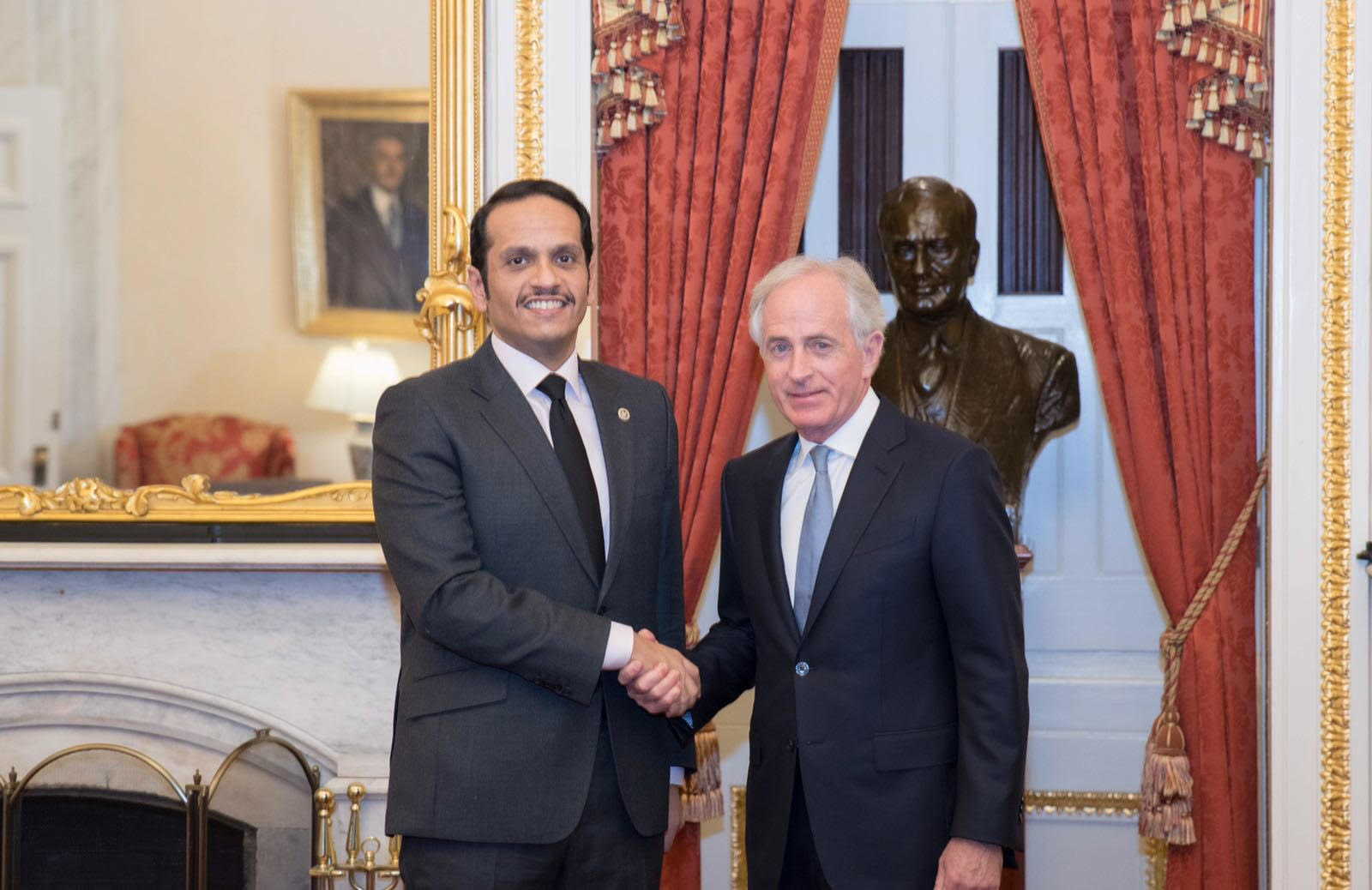 نائب رئيس مجلس الوزراء وزير الخارجية يجتمع مع مسؤولين أمريكيين
