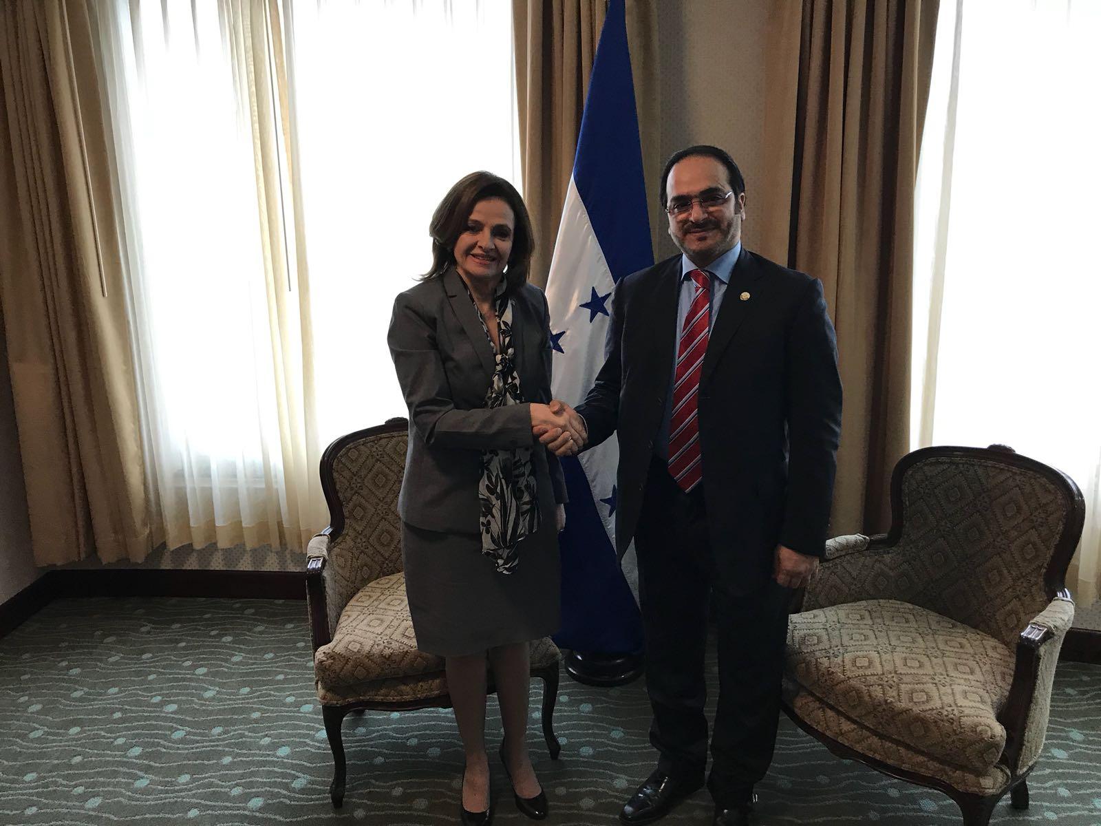 نائبة وزيرة خارجية هندوراس تجتمع مع القائم بالأعمال القطري لدى السلفادور