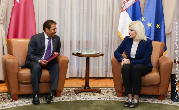 نائبا رئيسة الوزراء في صربيا  يجتمعان مع سفير قطر
