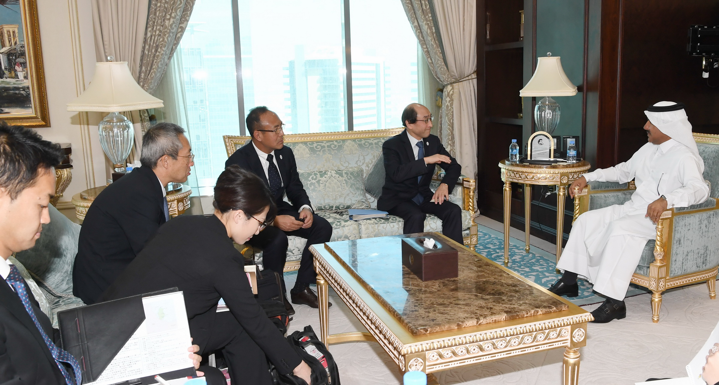 Secretary General of the Foreign Ministry Meets Japanese Official