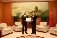 Commissioner of China's Foreign Ministry Meets Qatar's Consul-General in Hong Kong and Macau Regions