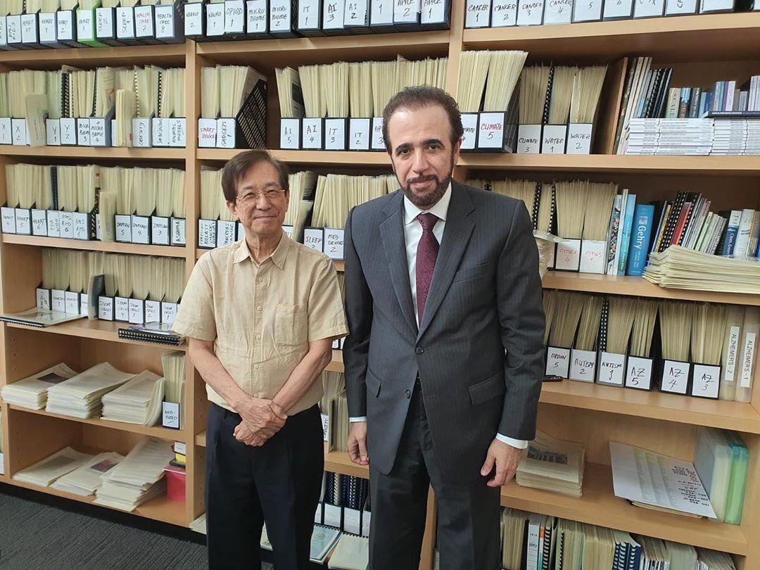 رئيس هيئة ابتكارات التنمية الاقتصادية في سنغافورة يجتمع مع سفير قطر