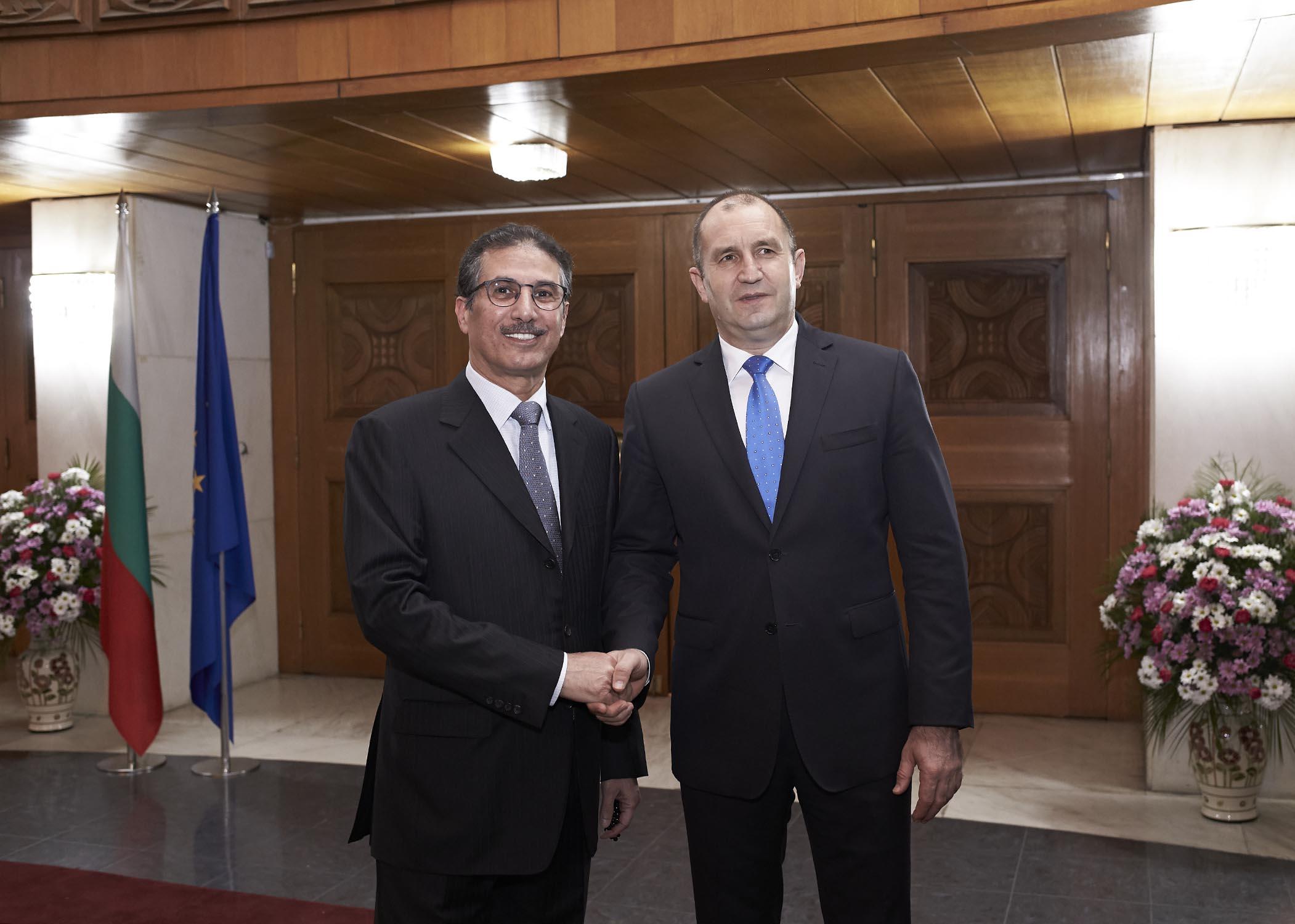 الرئيس البلغاري يستقبل سفير قطر