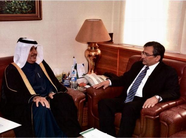 وزير التجارة الباكستاني يجتمع مع سفير قطر