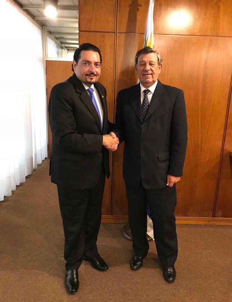 وزير خارجية الأورغواي يجتمع مع سفير دولة قطر