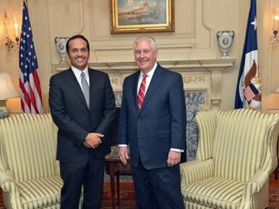 وزير الخارجية يجتمع مع نظيره الأمريكي