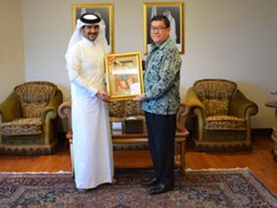 سفير قطر يلتقي رئيس مجلس إدارة البنك الإسلامي التايلاندي