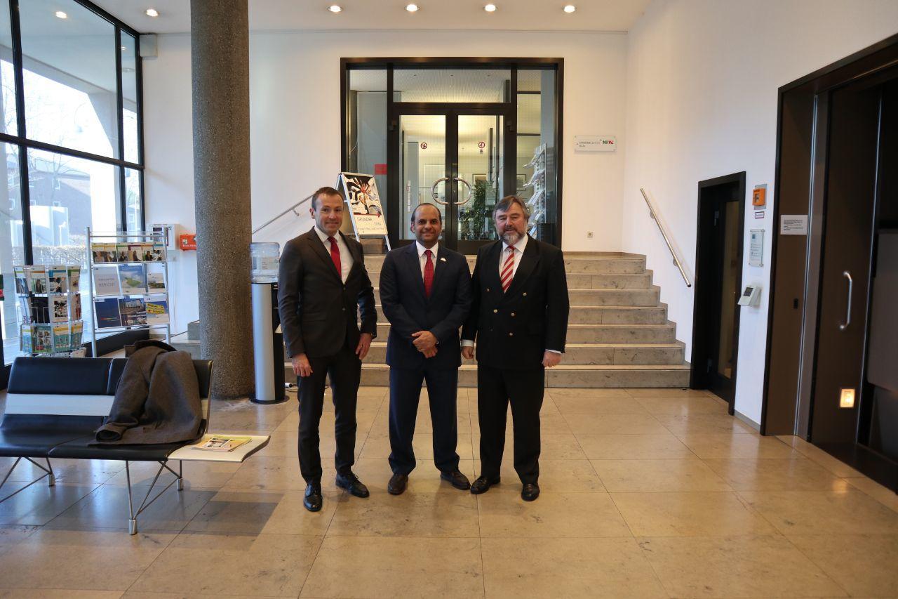 سفير قطر لدى ألمانيا يلقي محاضرة أمام غرفة التجارة والصناعة بمدينة كولونيا