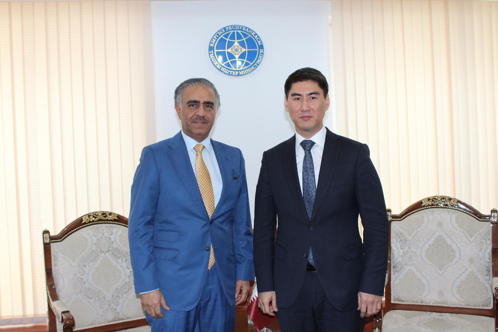 وزير خارجية جمهورية قيرغيزيا يجتمع مع سفير دولة قطر