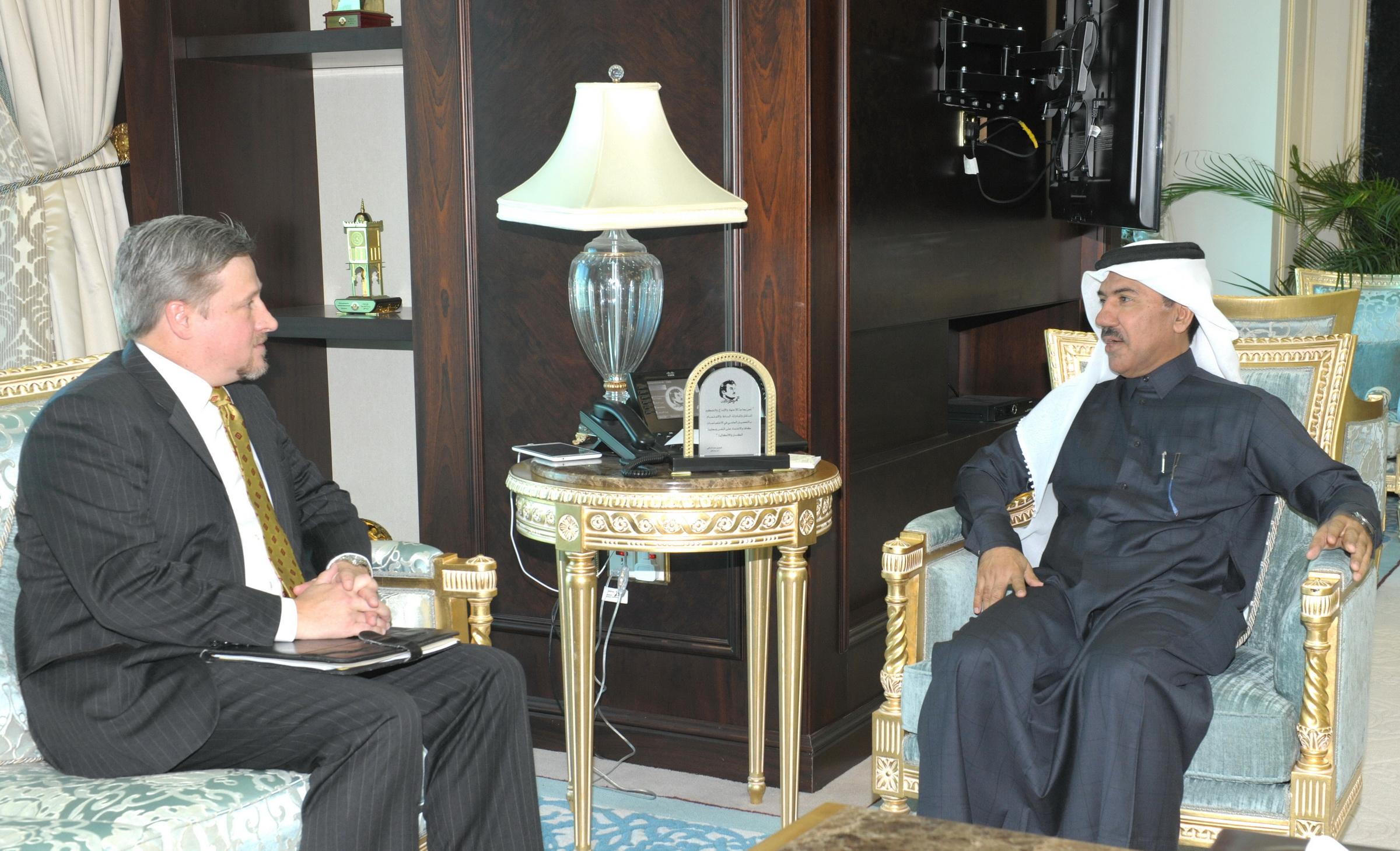 الأمين العام لوزارة الخارجية يجتمع مع المستشار السياسي والاقتصادي بالسفارة الأمريكية