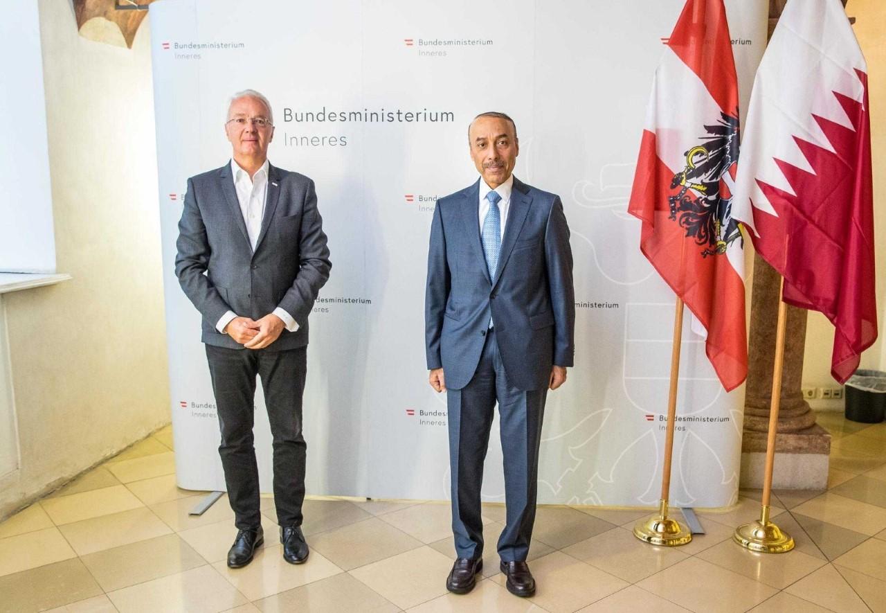 رئيس مجلس الوزراء ووزير الداخلية يبعث برسالة إلى وزير الداخلية النمساوي
