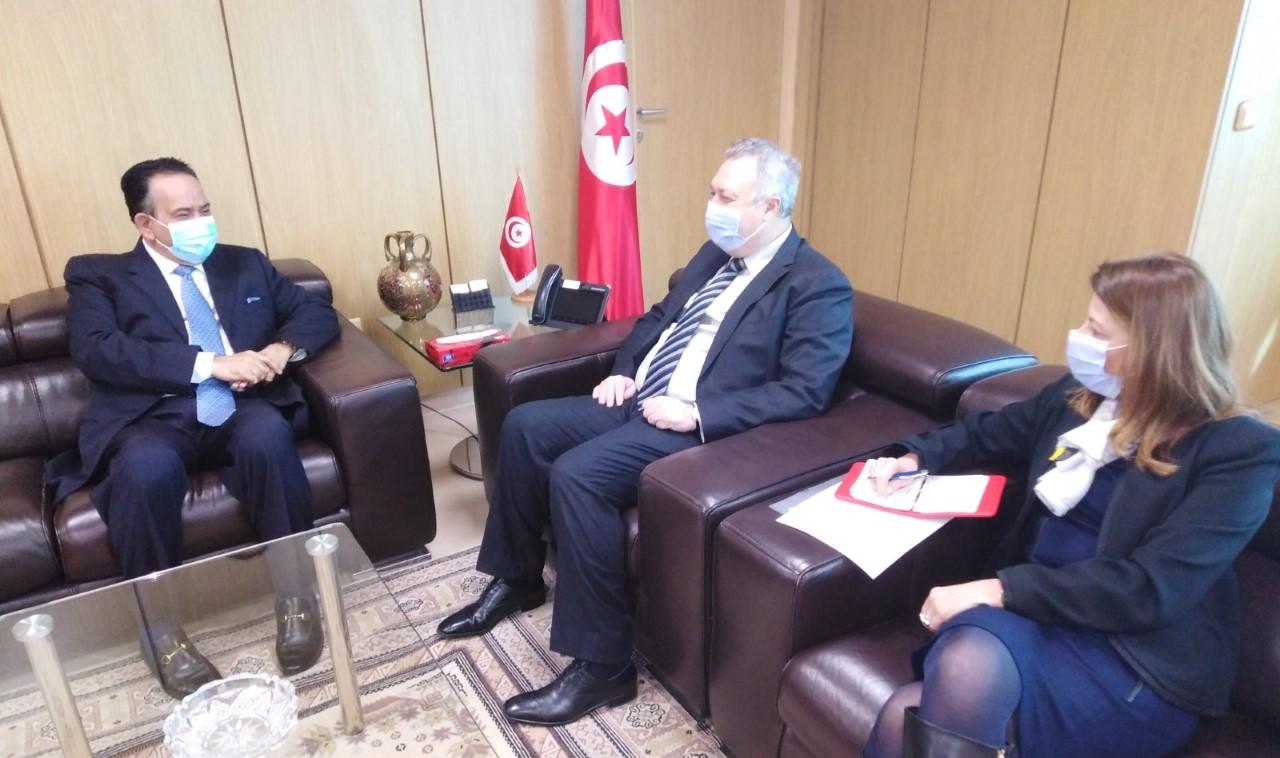 وزير الاقتصاد والمالية ودعم الاستثمار التونسي يجتمع مع سفير دولة قطر
