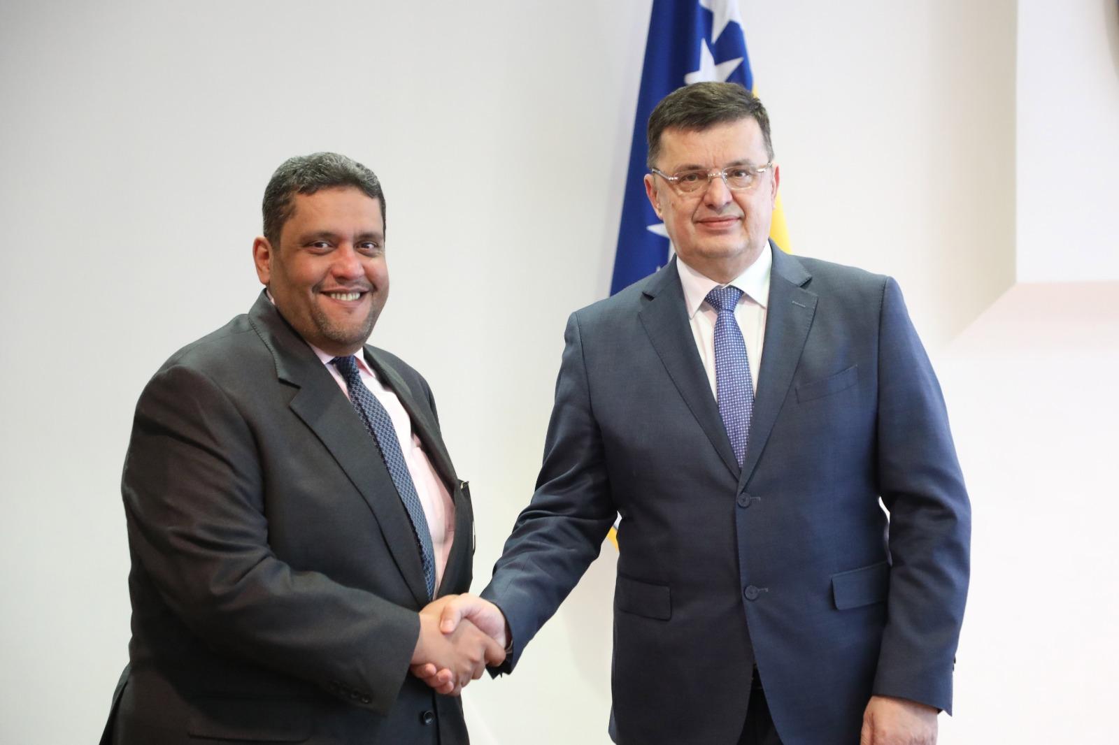 رئيس وزراء البوسنة والهرسك يجتمع مع سفير قطر